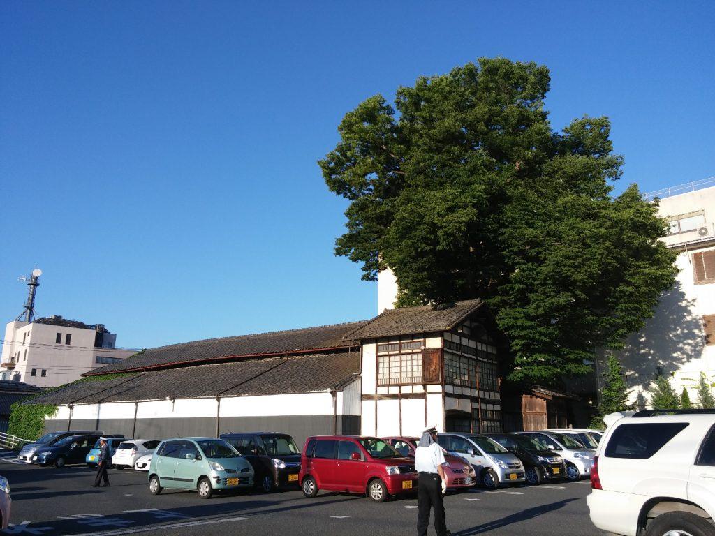 現在の矢尾本店(酒造)が使っていた倉庫。矢尾百貨店の裏に現在も保存されている。