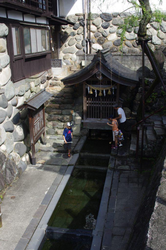 大正時代から保存運動が行われてきた宗祇水。