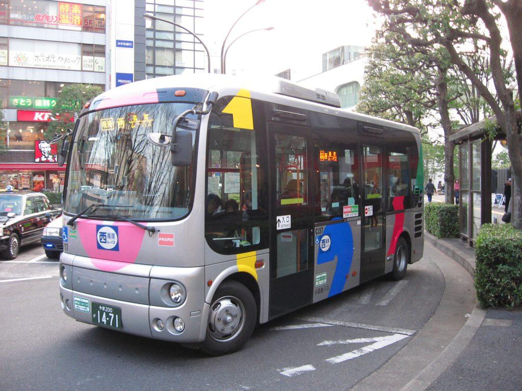 武蔵野市が始めたコミュニティバス「ムーバス」は全国のモデルとなった(出典:wikimedia 撮影: ITA-ATU・2013年 / CC BY-SA 3.0)