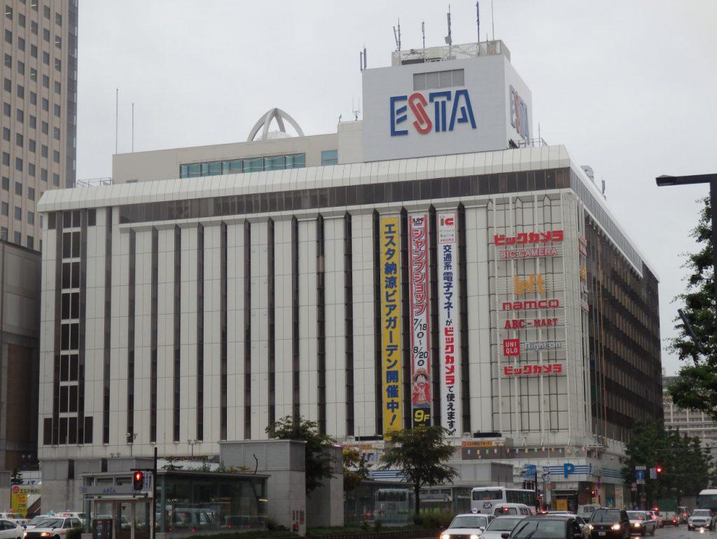 札幌そごう跡のエスタ。ようやく雰囲気が「ビックカメラ」になってきたというのに、残念ながら建て替えの計画が。(撮影:かぜみな 2013年)