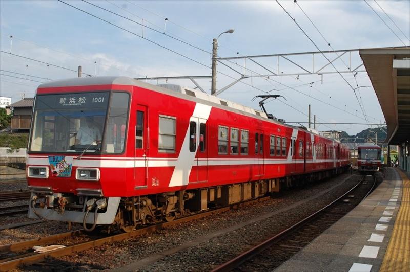 朝の遠鉄電車は2両編成を2つ繋いだ4両編成で、輸送力を確保。 (撮影:夕霧もや 2016年)