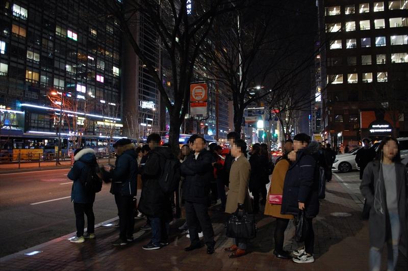 江南駅付近の広域バス待機列
