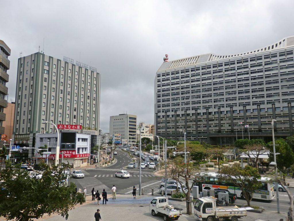 沖縄県庁前の様子
