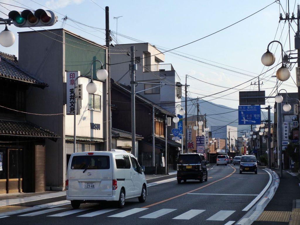 小川宿や市の中心となった本町通り(国道254号線)
