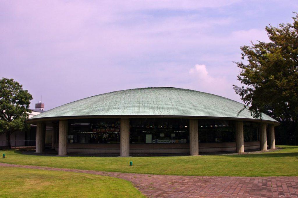住友グループが寄贈した「新居浜市立別子銅山記念図書館」
