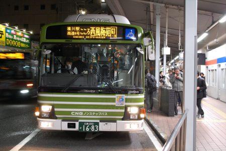 広島バスセンターにて発車を待つ西風新都線のバス(撮影:夕霧もや・2017年)