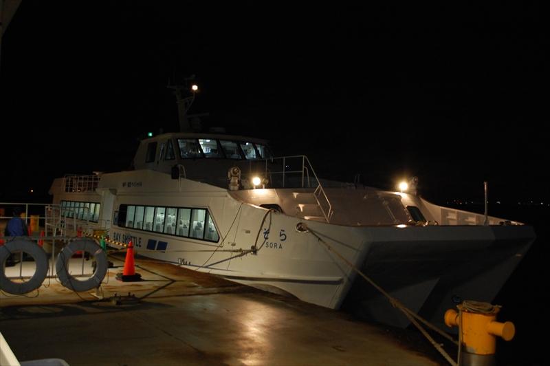 2空港間を結ぶ神戸-関空ベイ・シャトルの船は、「そら」と名付けられている (撮影:夕霧もや・2017年)