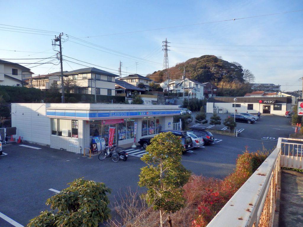 西鎌倉住宅地の入口にあるローソンの場所には以前、西友ストアーがありました。