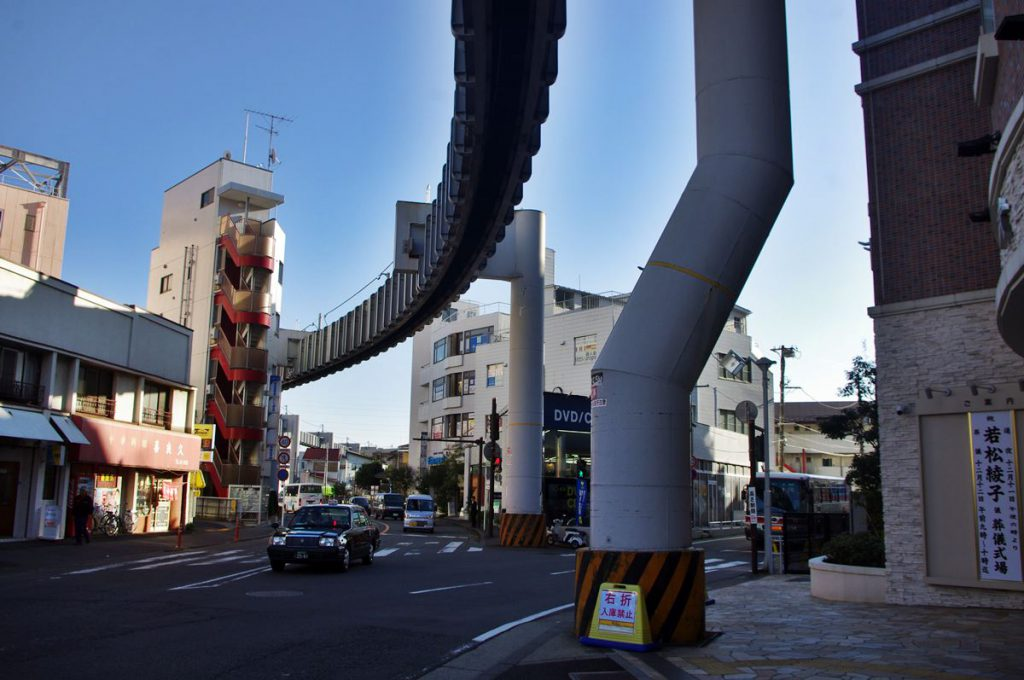 写真右側の支柱が立てるために巨費が投じられた支柱。このあたりの支柱の位置を見ていると建設時の様々な苦労が伺える