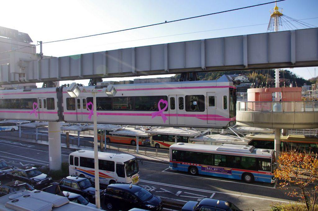 大船駅からは鎌倉山および江ノ島方面に京急バスが発着します。これは日本自動車道の乗合バス事業を引き継いだ名残です