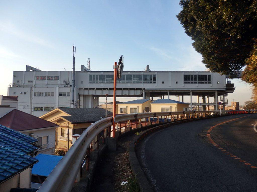 途切れるような形で作られた湘南江の島駅