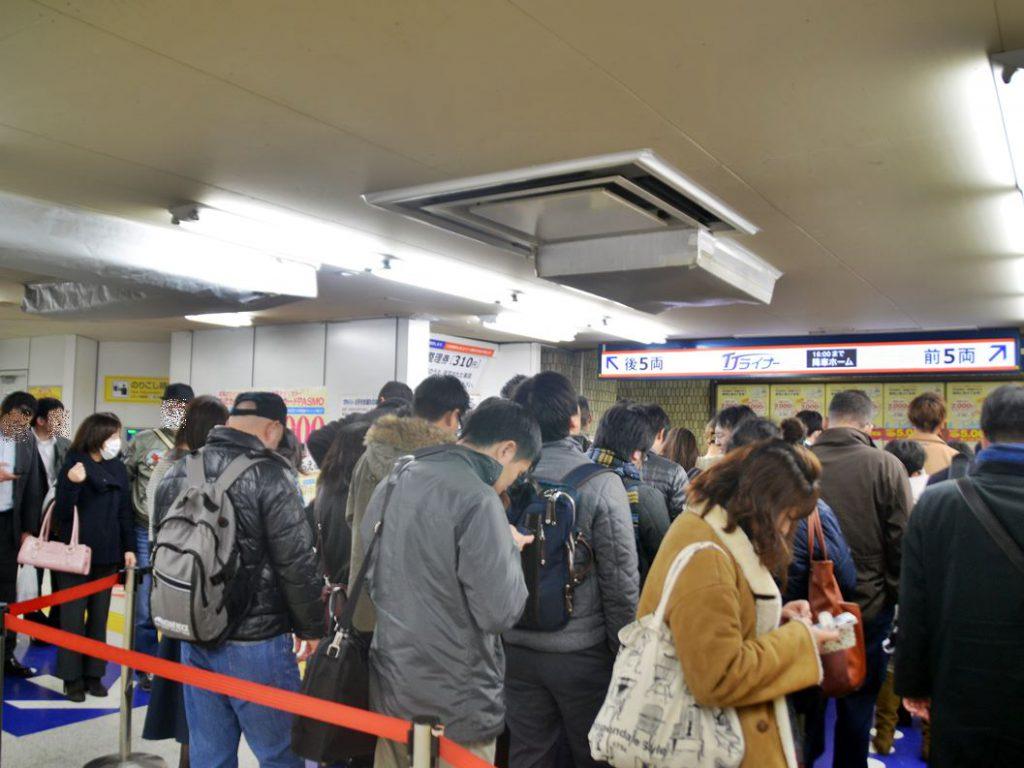 東武東上線の有料着席列車「TJライナー」はすっかり利用が定着しました。調査日は最終の0:00発まで満席
