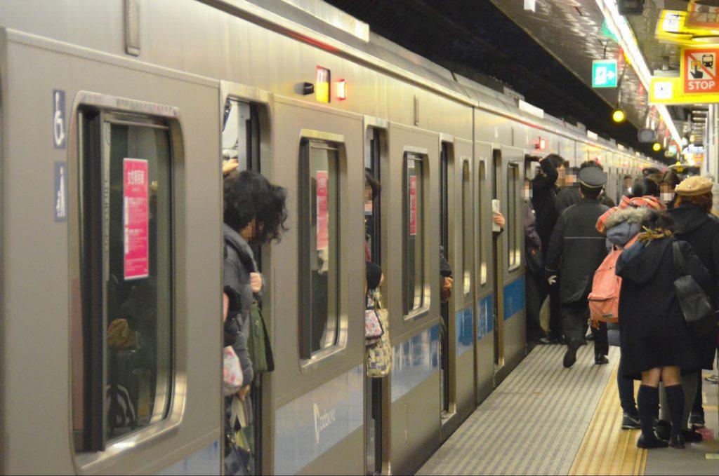 現在は「遅くて、混んでいる」小田急線。複々線の完成で、どこまで解消されるか (撮影:夕霧もや・2016年)