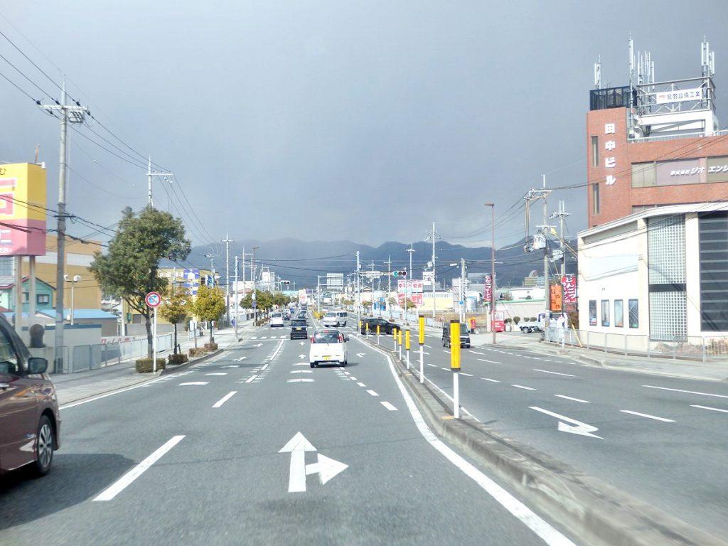 大坂府道・和歌山県道63号 泉佐野岩出線は4車線の快走路が20km続く (撮影:鳴海行人・2017年)
