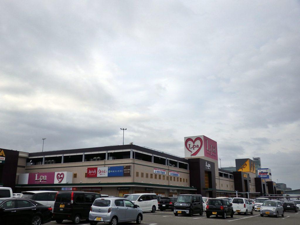 現在のフェアモール福井。こちらも地域主導型のショッピングセンターで、岡晃一郎の意志を継いでいる (撮影:鳴海行人・2017年)