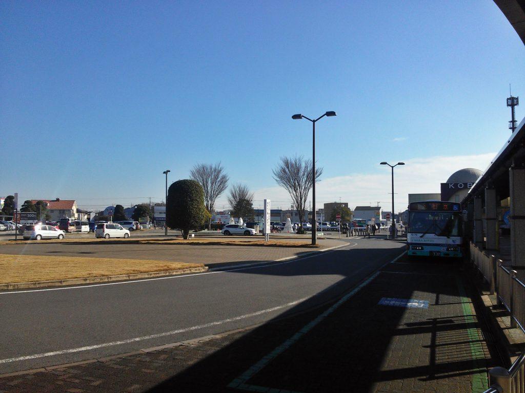 再開発事業で整備された総武本線八街駅北口前。(撮影:吉川祐介・2017年)